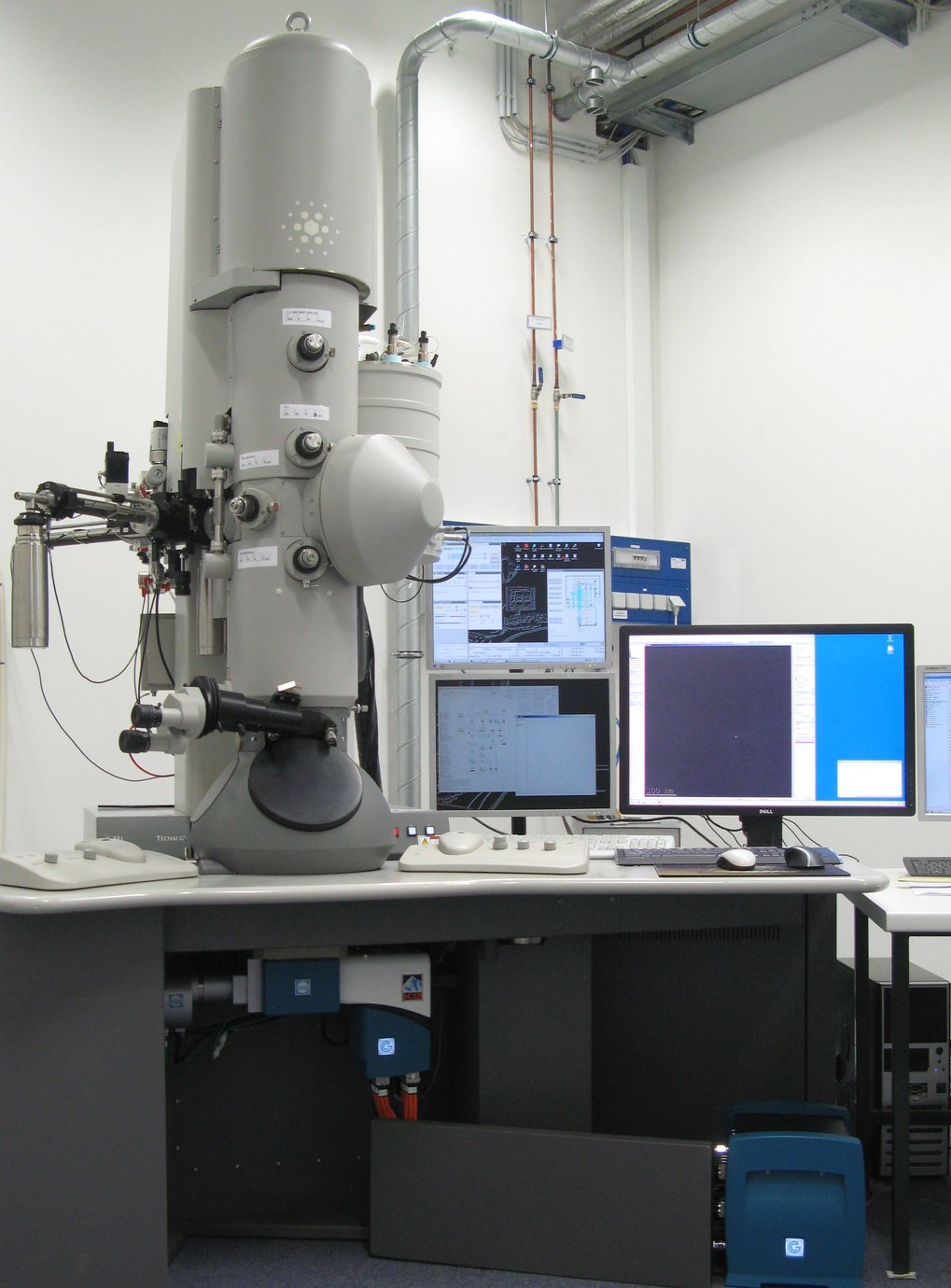 "The microscopy and cryo-electron microscopy service group now combines the former microscopy group headed by Dr. Rudi Lurz from 1978 until his retirement in 2012 and the cryo-electron microscopy group which was installed in 2004 within the framework of Berlin-Brandenburg-wide research consortia ""UltraStructure Network"" (USN) and ""Anwenderzentrum"" (AWZ). Our group provides a broad range of imaging techniques for all departments and OWL research groups of the institute."